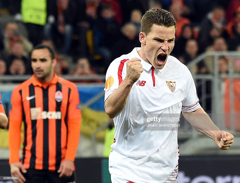 Sevilla FC Kevin Gameiro react s after he scored a penalty against Shakhtar Donetsk during the UEFA Europa League semi-final football match FC Shakhtar Donetsk vs Sevilla FC at the Arena Lviv stadium in Lviv on April 28, 2016. / AFP / JANEK