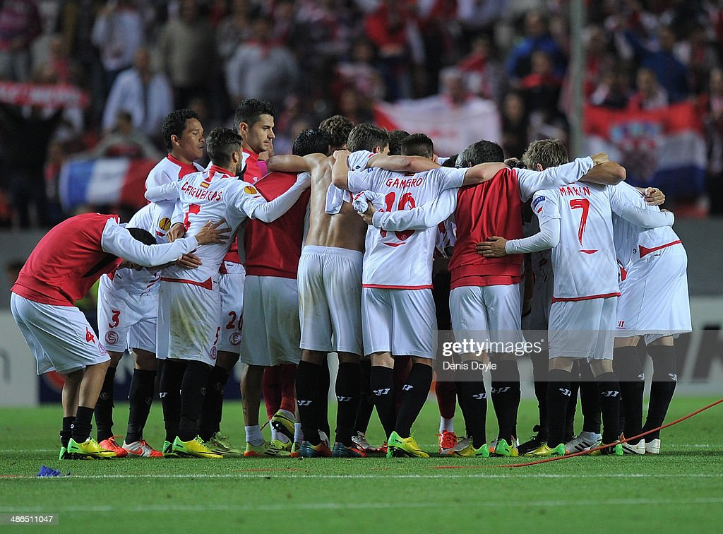 Sevilla FC players celebrate after beating Valencia CF 2-0 in the UEFA Europa League Semi Final first leg match between Sevilla FC and Valencia CF at Estadio Ramon Sanchez Pizjuan on April 24, 2014 in Seville, Spain.