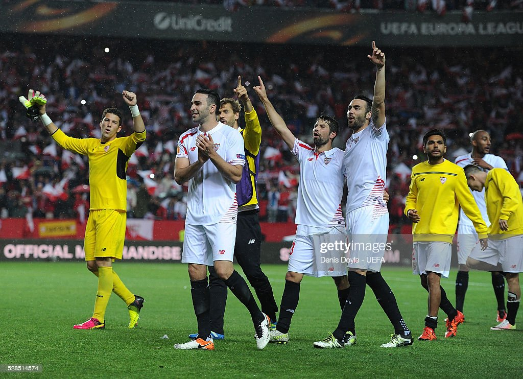 Sevilla players celebrate after qualifing for the final after beating Shakhtar Donetsk 3-1 in the UEFA Europa League Semi Final second leg match between Sevilla and Shakhtar Donetsk at the Sanchez Pizjuan stadium on May 5, 2016 in Seville, Spain.