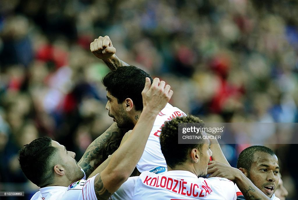 Sevilla's Argentinian midfielder Ever Banega(C)celebrates after scoring during the Spanish league football match FC Sevilla vs UD Las Palmas at the Ramon Sanchez Pizjuan stadium in Sevilla on February 14, 2016. / AFP / CRISTINA QUICLER