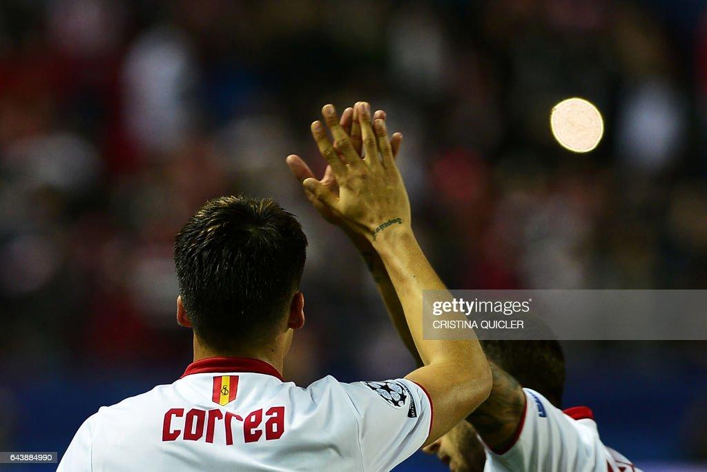 Sevilla's Argentinian midfielder Joaquin Correa (L) celebrates after scoring a goal during the UEFA Champions League round of 16 second leg football match Sevilla FC vs Leicester City at the Ramon Sanchez Pizjuan stadium in Sevilla on February 22, 2017. / AFP / CRISTINA