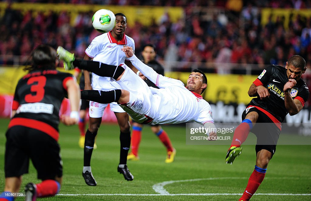 Sevilla's Chilean midfielder Gary Medel (C) kicks the ball during the Copa del Rey (King's Cup) semi-final second leg football match Sevilla FC vs Atletico de Madrid at the Ramon Sanchez Pizjuan staduim in Sevilla on February 27, 2013.