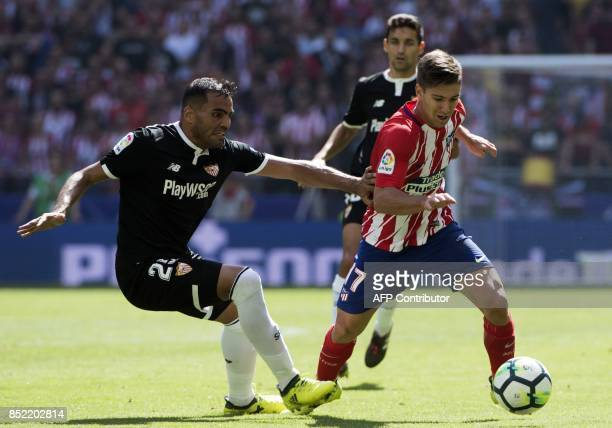 Sevilla's defender from Argentina Gabriel Mercado vies with Atletico Madrid's forward from Argentina Luciano Vietto during the Spanish league...