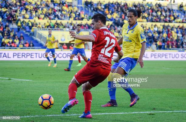 Sevilla's French forward Wissam Ben Yedder vies with Las Palmas' Uruguayan defender Mauricio Lemos during the Spanish league football match UD Las...