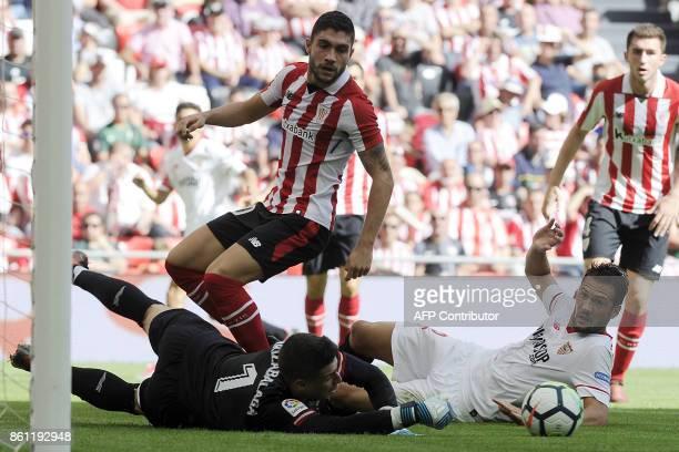 Sevilla's Italian midfielder Franco Damian Vazquez challenges Athletic Bilbao's Spanish goalkeeper Kepa Arrizabalaga Revuelta during the Spanish...