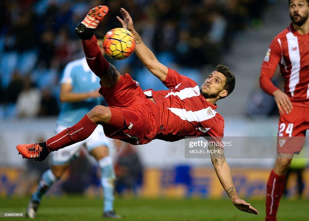 Sevilla's Portuguese midfielder Daniel Carrico kicks the ball during the Spanish league football match RC Celta de Vigo vs Sevilla FC at the Balaidos stadium in Vigo on February 7, 2016. AFP PHOTO / MIGUEL RIOPA / AFP / MIGUEL RIOPA