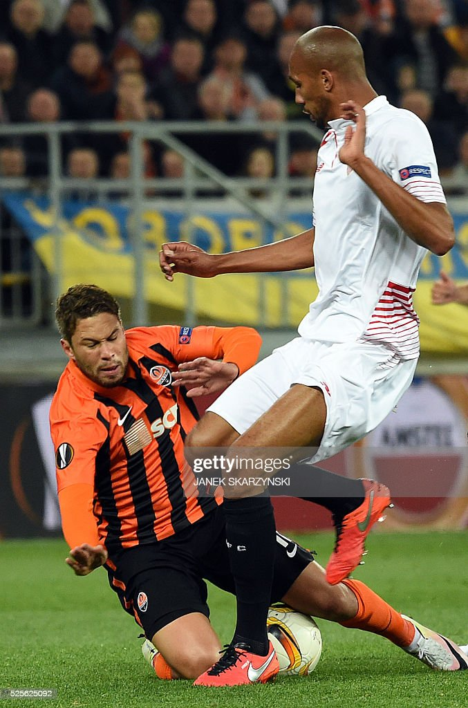 Sevilla's Steven N'Zoni (R) vies with Shakhtar Donetsk's Marlos during the UEFA Europa League semi-final football match FC Shakhtar Donetsk vs Sevilla FC at the Arena Lviv stadium in Lviv on April 28, 2016. / AFP / JANEK