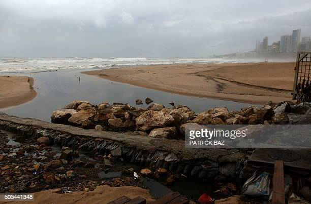 Sewage water pours into the sea at Beirut's public beach Ramlet alBaida on January 5 2016 AFP PHOTO / PATRICK BAZ / AFP / PATRICK BAZ