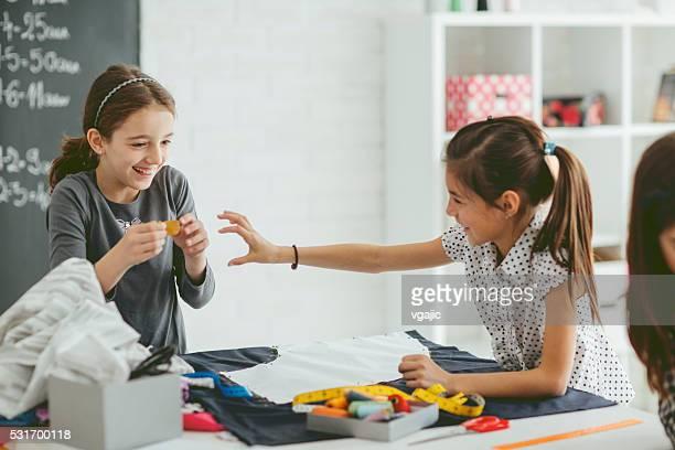 Cours de couture pour enfants.
