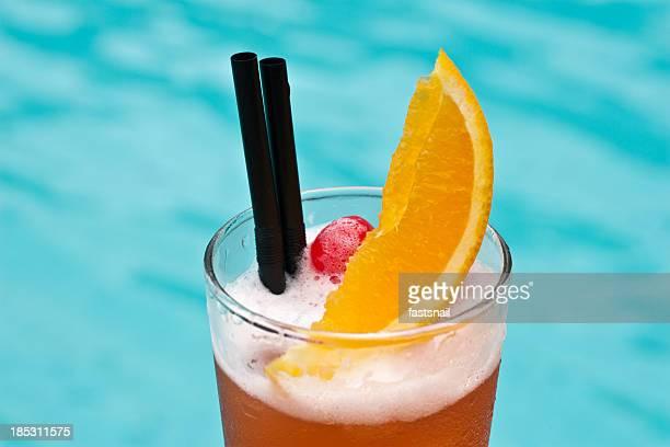 Sex On The Beach beliebte cocktail in der Nähe von waterpool Nahaufnahme