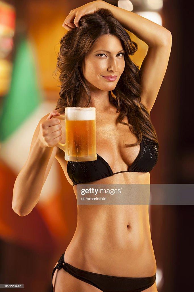 セクシーなビール : ストックフォト