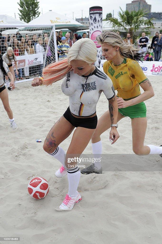 Футбол и девочки порно онлайн 24 фотография