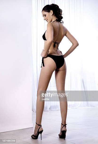 Sexy en bikini noir.