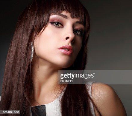 Sexy Chica con maquillaje pelo largo.  Retrato en primer plano : Foto de stock
