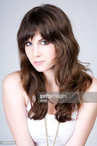 Retrato de joven mujer Sexy Brunette piel de la piel del rostro hermoso cabello