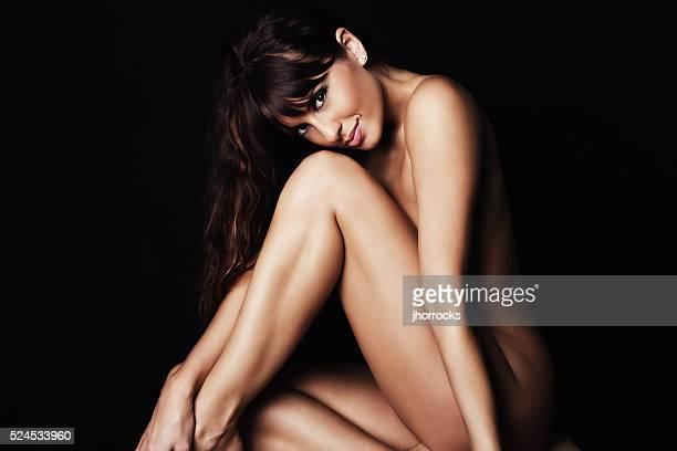 Sexy jeune Brunette femme avec peau idéale