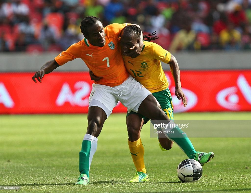 <a gi-track='captionPersonalityLinkClicked' href=/galleries/search?phrase=Seydou+Doumbia&family=editorial&specificpeople=5546505 ng-click='$event.stopPropagation()'>Seydou Doumbia</a> of Cote D'Ivoire and <a gi-track='captionPersonalityLinkClicked' href=/galleries/search?phrase=Reneilwe+Letsholonyane&family=editorial&specificpeople=5458900 ng-click='$event.stopPropagation()'>Reneilwe Letsholonyane</a> of Bafana Bafana compete during the Nelson Mandela Challenge match between South Africa and Ivory Coast at Nelson Mandela Bay Stadium on November 12, 2011 in Port Elizabeth, South Africa.