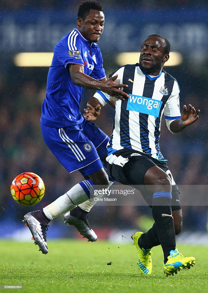 <a gi-track='captionPersonalityLinkClicked' href=/galleries/search?phrase=Seydou+Doumbia&family=editorial&specificpeople=5546505 ng-click='$event.stopPropagation()'>Seydou Doumbia</a> of Newcastle United and <a gi-track='captionPersonalityLinkClicked' href=/galleries/search?phrase=Baba+Rahman&family=editorial&specificpeople=12840345 ng-click='$event.stopPropagation()'>Baba Rahman</a> of Chelsea compete for the ball during the Barclays Premier League match between Chelsea and Newcastle United at Stamford Bridge on February 13, 2016 in London, England.