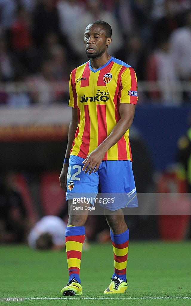 <a gi-track='captionPersonalityLinkClicked' href=/galleries/search?phrase=Seydou+Keita&family=editorial&specificpeople=709847 ng-click='$event.stopPropagation()'>Seydou Keita</a> of Valencia CF looks on during the UEFA Europa League Semi Final first leg match between Sevilla FC and Valencia CF at Estadio Ramon Sanchez Pizjuan on April 24, 2014 in Seville, Spain.