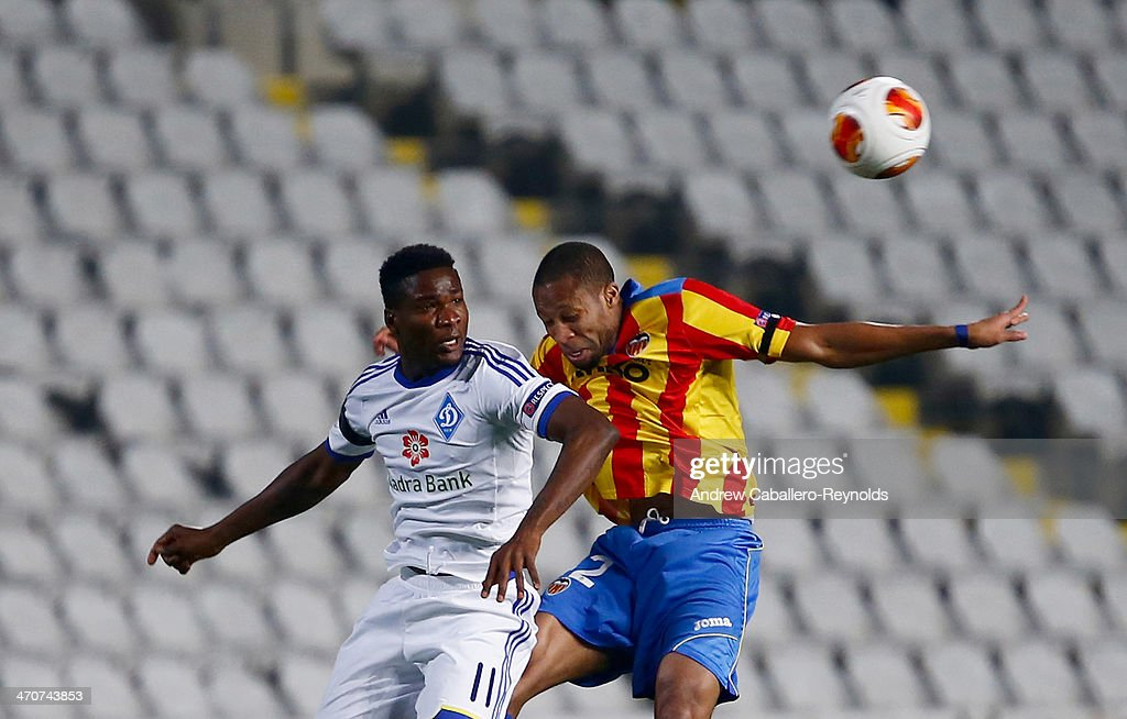 <a gi-track='captionPersonalityLinkClicked' href=/galleries/search?phrase=Seydou+Keita&family=editorial&specificpeople=709847 ng-click='$event.stopPropagation()'>Seydou Keita</a> (R) of Valencia CF vies with Ideye Brown of FC Dynamo Kyiv during the Europa League round of 16 match between FC Dynamo Kyiv and Valencia CF on February 20, 2014 in Nicosia, Cyprus.