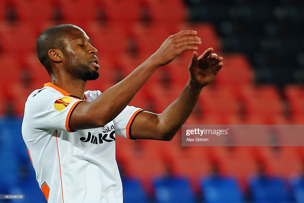 <a gi-track='captionPersonalityLinkClicked' href=/galleries/search?phrase=Seydou+Keita&family=editorial&specificpeople=709847 ng-click='$event.stopPropagation()'>Seydou Keita</a> of Valencia reacts during the UEFA Europa League Quarter Final first leg match between FC Basel 1893 and FC Valencia at St. Jakob-Park on April 3, 2014 in Basel, Switzerland.