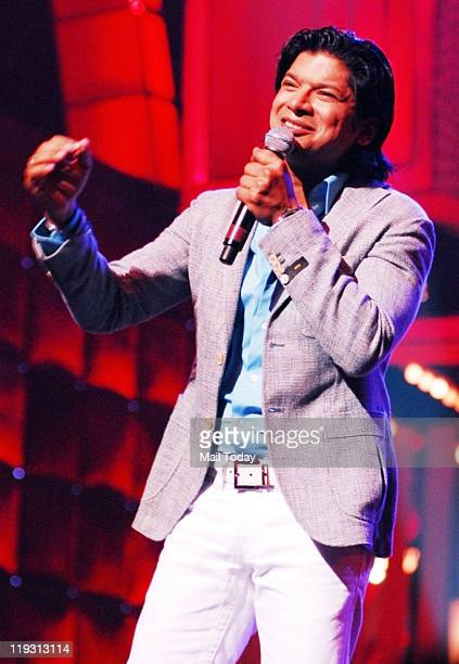 Shaan performing during 'I AM She 2011' finale where Sushmita Sen reveals her 3 winners of contest at the Trident Mumbai on July 17 2011