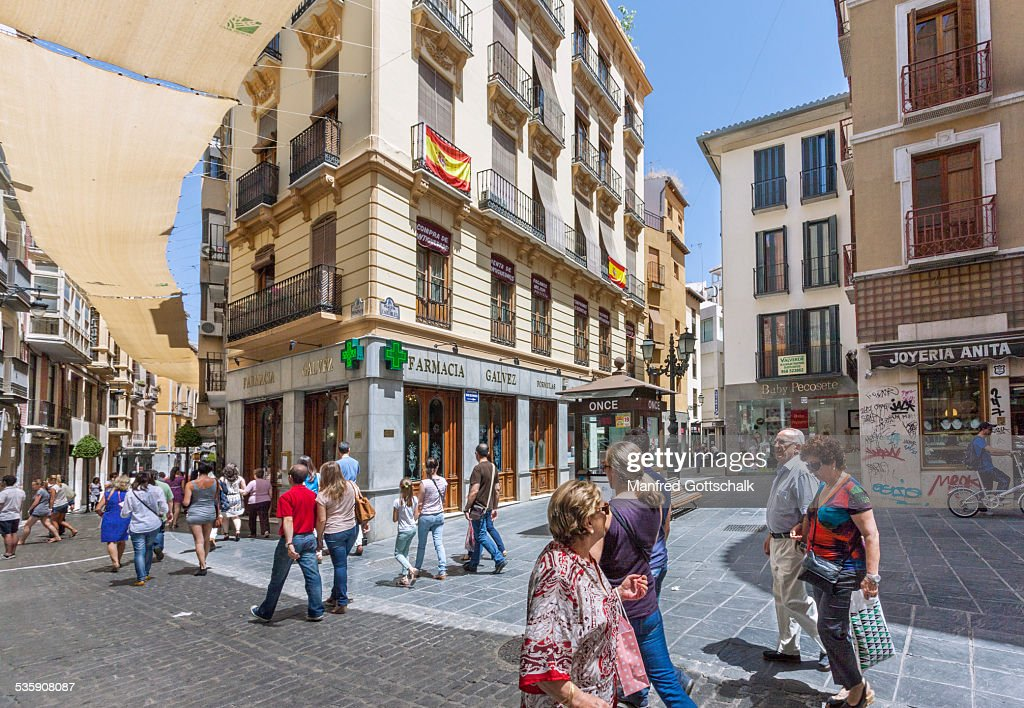 Shaded shopping Granada : Stock-Foto