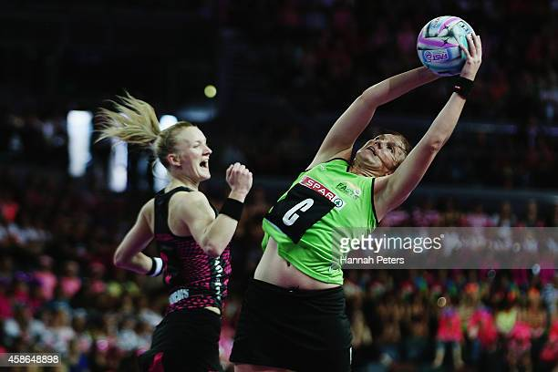 Shadine van der Merwe of South Africa secures posession during the Fast5 Netball Series pool match between New Zealand and South Africa at Vector...