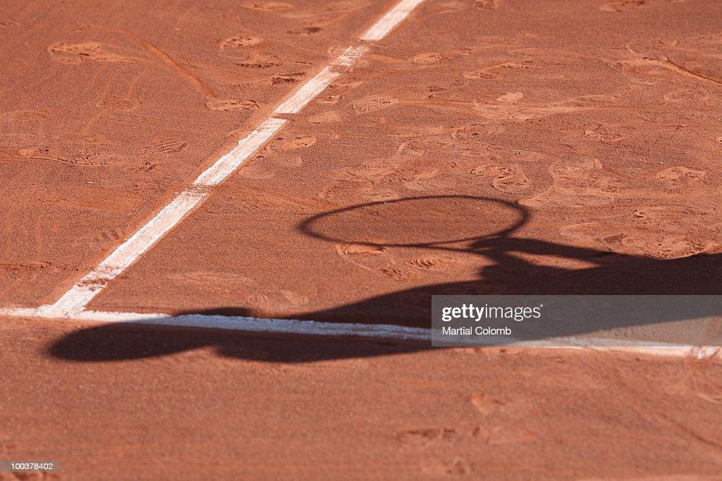 shadow of a tennis man : Photo