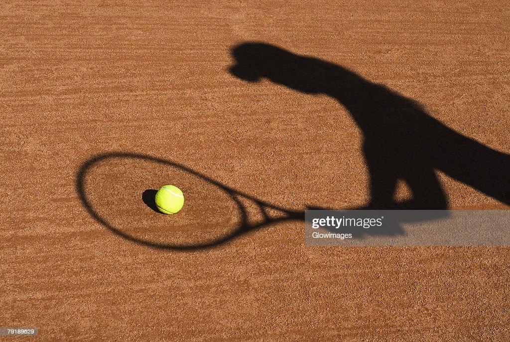 Shadow of a woman playing tennis : Foto de stock