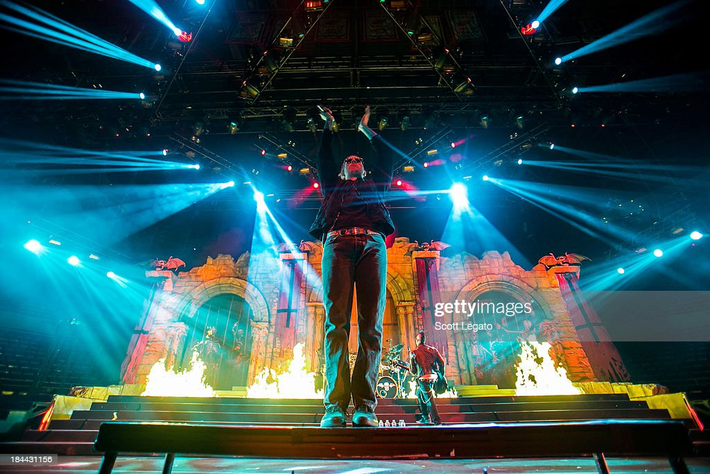 <a gi-track='captionPersonalityLinkClicked' href=/galleries/search?phrase=M.+Shadows&family=editorial&specificpeople=560464 ng-click='$event.stopPropagation()'>M. Shadows</a> of Avenged Sevenfold performs during the Hail to the King Tour at Joe Louis Arena on October 13, 2013 in Detroit, Michigan.