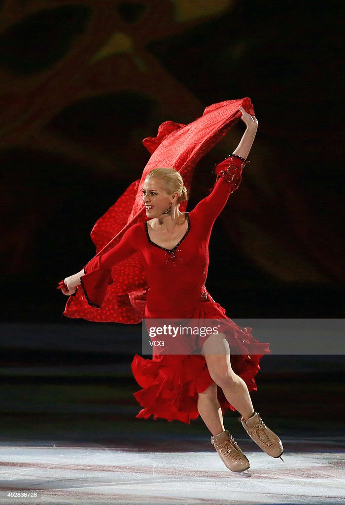 <a gi-track='captionPersonalityLinkClicked' href=/galleries/search?phrase=Shae-Lynn+Bourne&family=editorial&specificpeople=217306 ng-click='$event.stopPropagation()'>Shae-Lynn Bourne</a> of Canada performs during Artistry On Ice 2014 at Mercedes-Benz Arena on July 27, 2014 in Shanghai, China.