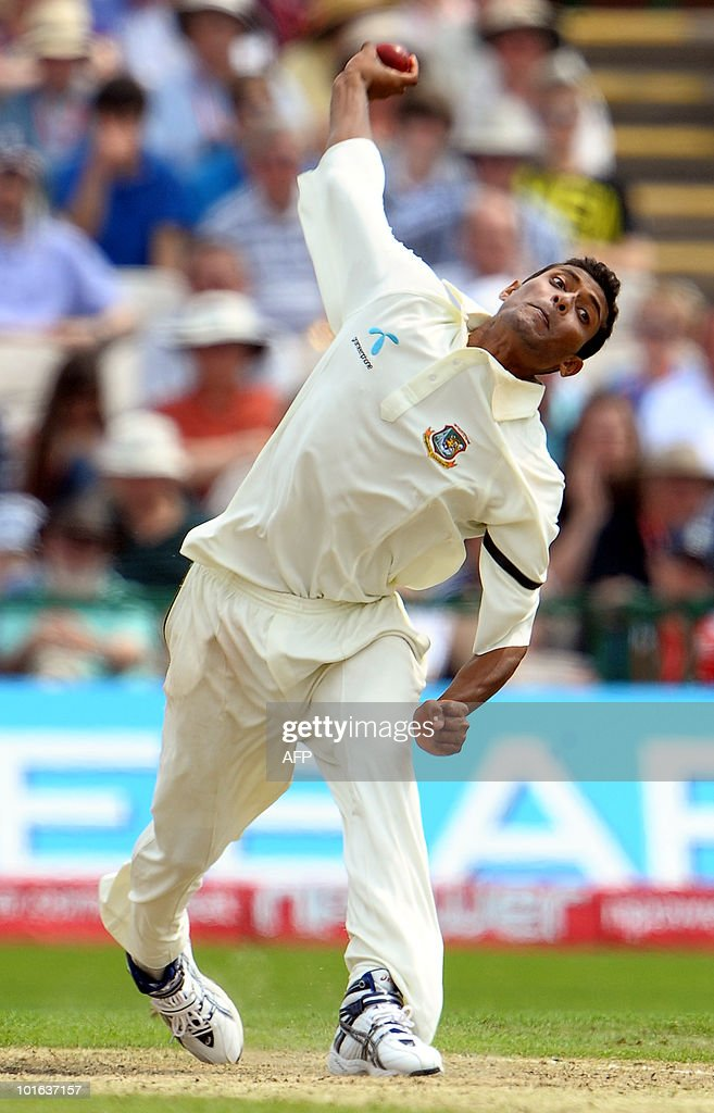 Shafiul Islam of Bangladesh bowls during the second day of the second Test match against England at Old Trafford in Manchester, northwest England, on June 5, 2010.