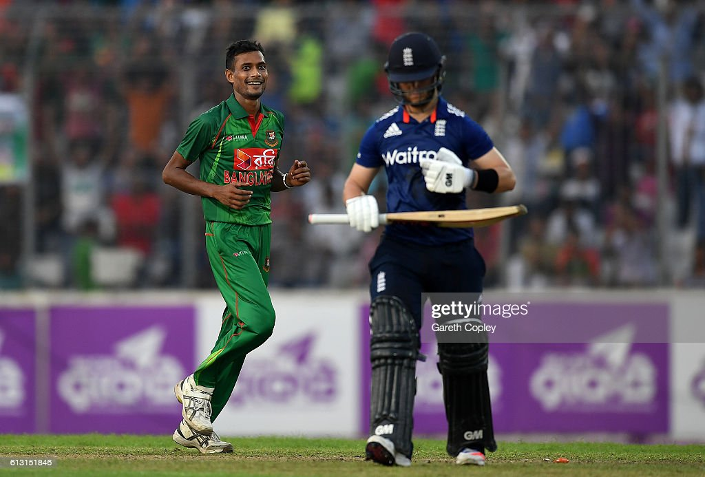 Bangladesh v England - 1st One Day International : News Photo