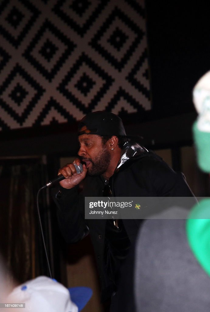 <a gi-track='captionPersonalityLinkClicked' href=/galleries/search?phrase=Shaggy+-+Singer&family=editorial&specificpeople=210859 ng-click='$event.stopPropagation()'>Shaggy</a> performs at Hot 97's Who's Next Live: Reggae Edition at S.O.B.'s on April 24, 2013 in New York City.