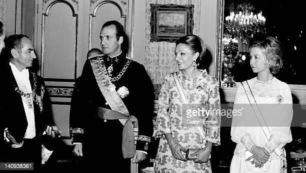 Shah Reza Pahlavi the King Juan Carlos Farah Diba and Spanish Queen Sofia before the official welcome dinner Teheran Iran
