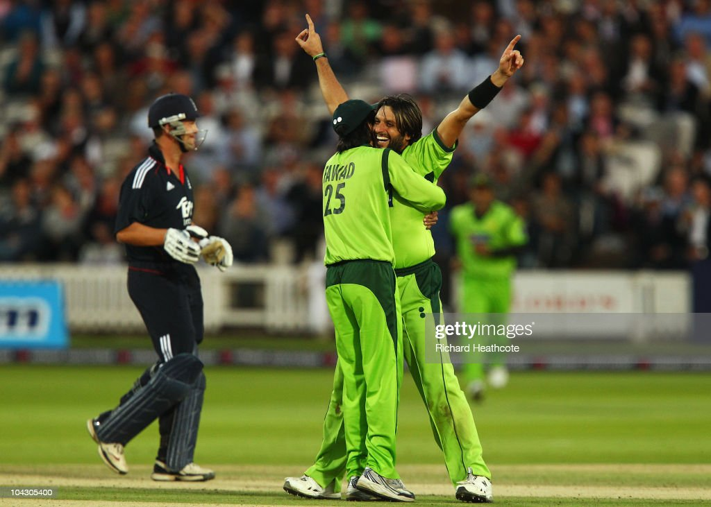 <a gi-track='captionPersonalityLinkClicked' href=/galleries/search?phrase=Shahid+Afridi&family=editorial&specificpeople=193846 ng-click='$event.stopPropagation()'>Shahid Afridi</a> of Pakistan celebrates the wicket of <a gi-track='captionPersonalityLinkClicked' href=/galleries/search?phrase=Jonathan+Trott&family=editorial&specificpeople=654505 ng-click='$event.stopPropagation()'>Jonathan Trott</a> of England during the 4th NatWest One Day International between England and Pakistan at Lord's on September 20, 2010 in London, England.