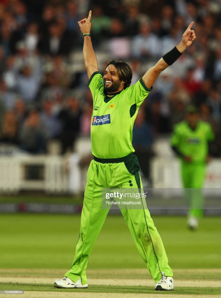 <a gi-track='captionPersonalityLinkClicked' href=/galleries/search?phrase=Shahid+Afridi&family=editorial&specificpeople=193846 ng-click='$event.stopPropagation()'>Shahid Afridi</a> of Pakistan celebrates the wicket of Jonathan Trott of England during the 4th NatWest One Day International between England and Pakistan at Lord's on September 20, 2010 in London, England.