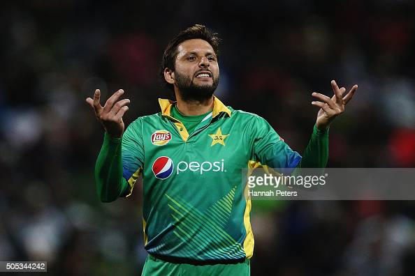 Shahid Afridi of Pakistan gives instructions out during the International Twenty20 match between New Zealand and Pakistan at Seddon Park on January...