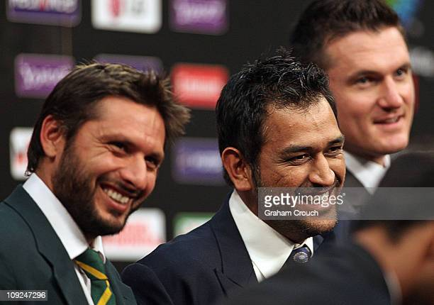 Shahid Afridi of Pakistan Mahendra Singh Dhoni of India and Graeme Smith of South Africa at the captain's press conference at the Dhaka Sheraton...