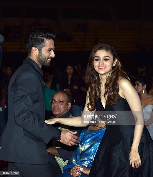 Shahid Kapoor and Alia Bhatt at Big Star Entertainment Awards 2014 in Mumbai