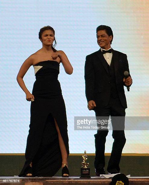 Shahrukh Khan and Alia Bhatt performing in Life ok screen awards 2015