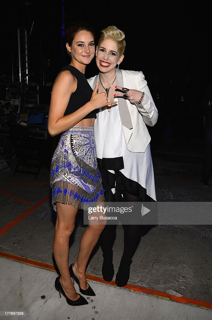 <a gi-track='captionPersonalityLinkClicked' href=/galleries/search?phrase=Shailene+Woodley&family=editorial&specificpeople=676833 ng-click='$event.stopPropagation()'>Shailene Woodley</a> and <a gi-track='captionPersonalityLinkClicked' href=/galleries/search?phrase=Vanessa+Bayer&family=editorial&specificpeople=7346101 ng-click='$event.stopPropagation()'>Vanessa Bayer</a> attend the 2013 MTV Video Music Awards at the Barclays Center on August 25, 2013 in the Brooklyn borough of New York City.