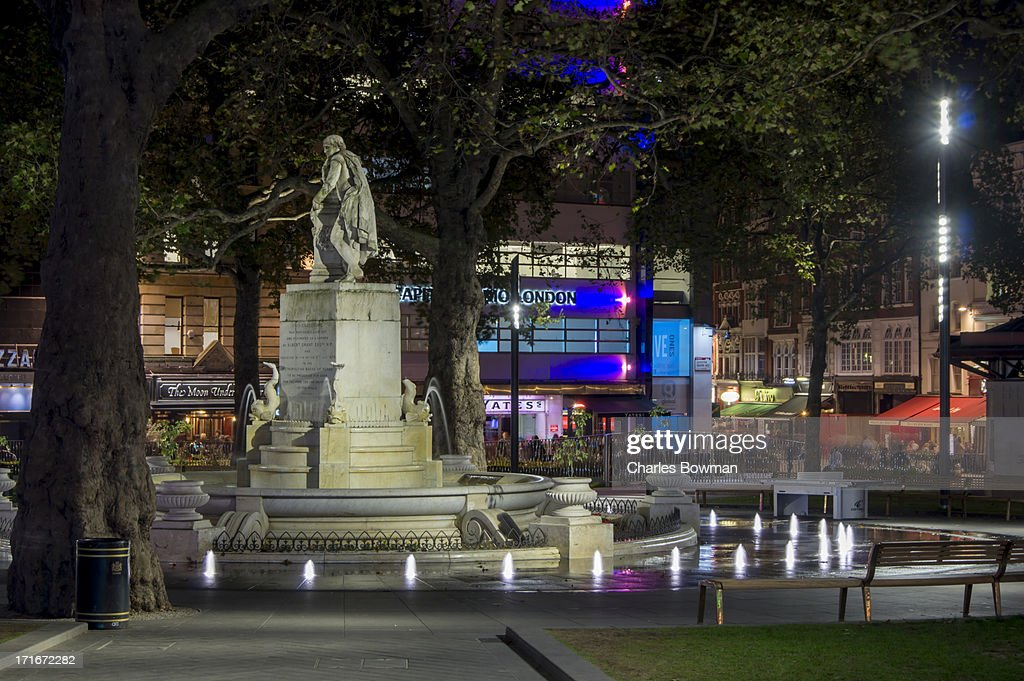 Shakespeare statue in refurbished Leicester Square