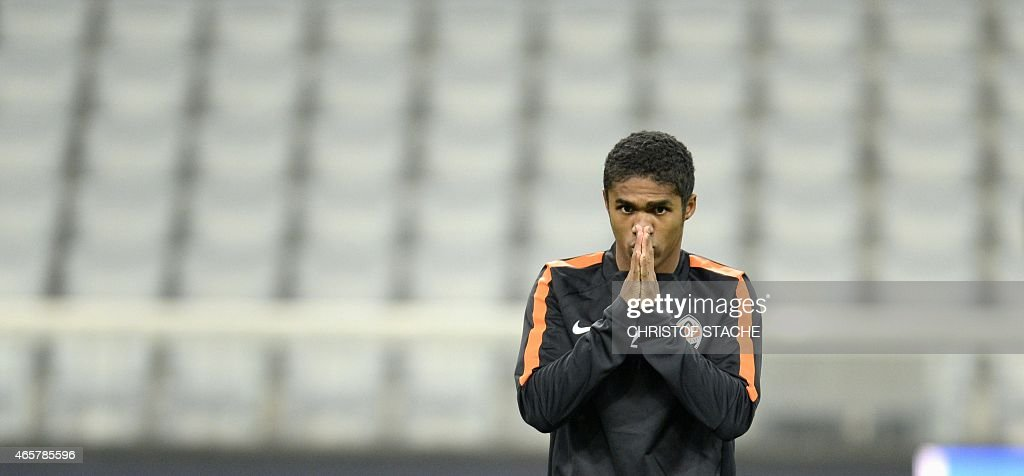 Shakhtar Donetsk's Brazilian midfielder Douglas Costa takes part in a training session on the eve of the UEFA Champions League secondleg round of 16...