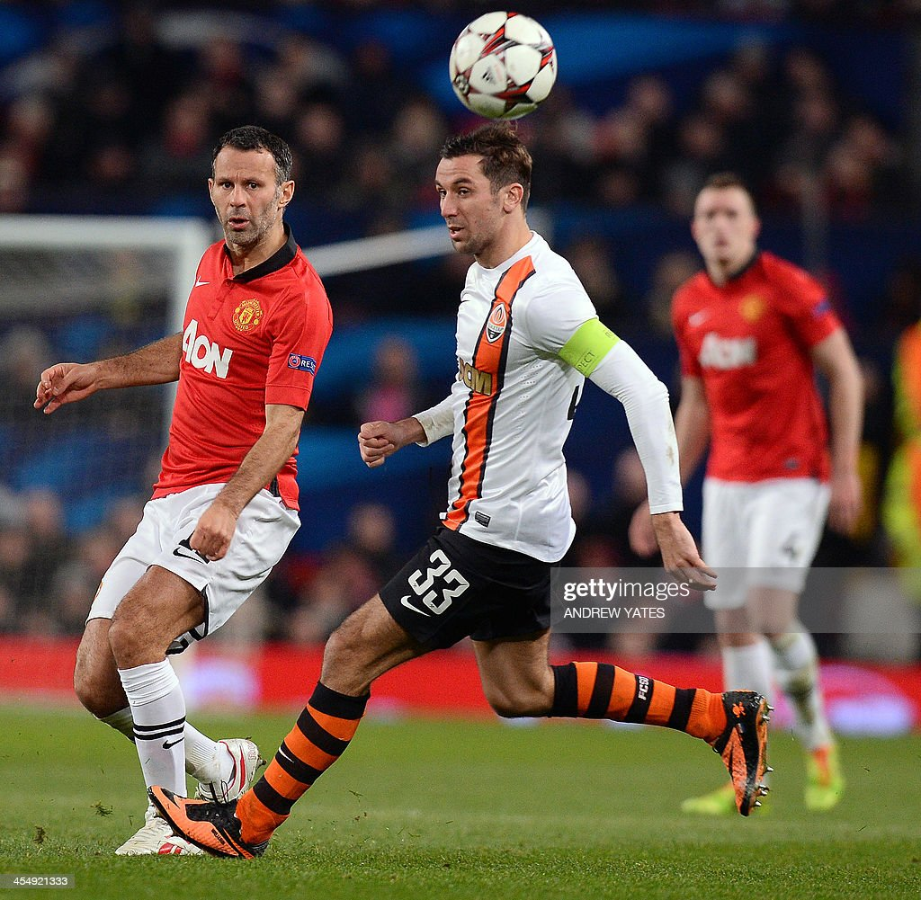 Shakhtar Donetsk's goalkeeper Bohdan Sarnavskiy (C) and Manchester United's Welsh midfielder Ryan Giggs (L) compete for the ball during the UEFA Champions League football match between Manchester United and Shakhtar Donetsk at Old Trafford in Manchester, north west England on December 10, 2013. Manchester United won 1-0.