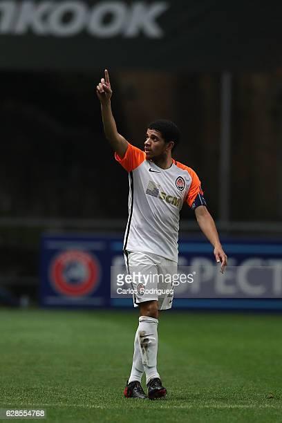 Shakhtar Donetsk's midfielder Taison celebrates scoring Shakhtar fourth goal during the UEFA Europe League match between SC Braga v FC Shakhtar...