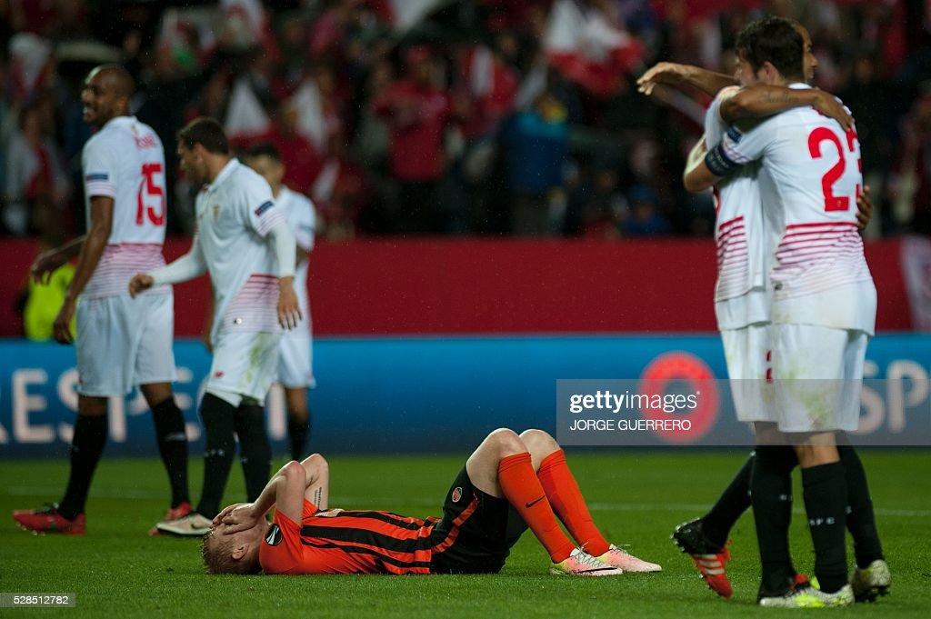 Shakhtar Donetsk's midfielder Viktor Kovalenko (C) lies on the pitch after being defeated by Sevilla during the UEFA Europa League semi-final second leg football match Sevilla FC vs Shakhtar Donetsk at the Ramon Sanchez Pizjuan stadium in Sevilla on May 5, 2016. Sevilla won 3-1. / AFP / JORGE