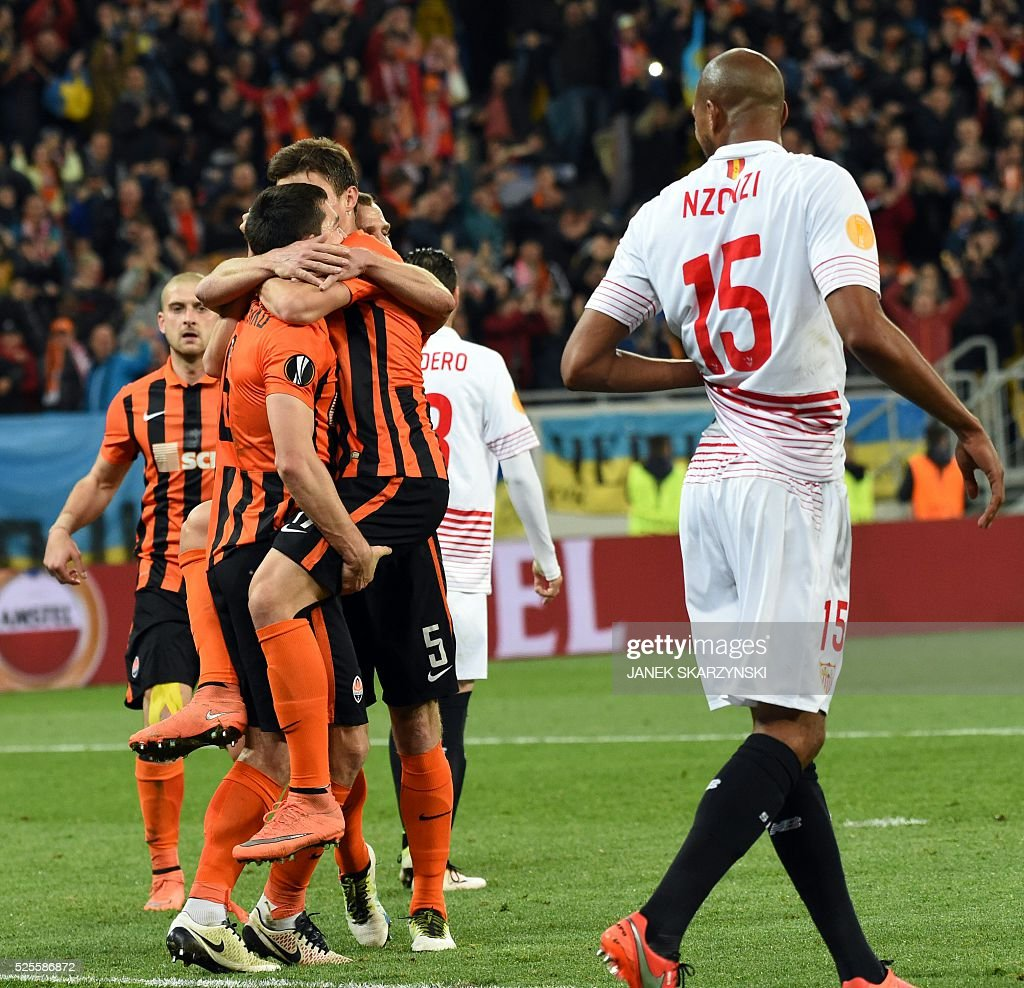 Shakhtar Donetsk's players celebrate after scoring during the UEFA European League, semi-final first leg football match between Sevilla FC and Shakhtar Donetsk at Arena Lviv Stadium in Lviv on April 28, 2016. / AFP / JANEK