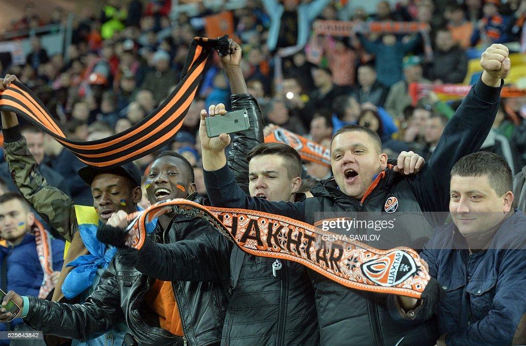 Shakhtar Donetsk's supporters react during the UEFA Europa League semi-final football match FC Shakhtar Donetsk vs Sevilla FC at the Arena Lviv stadium in Lviv on April 28, 2016. / AFP / GENYA
